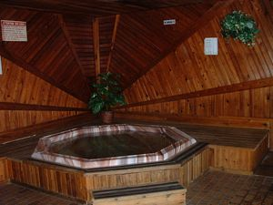 #19 King Room Hot Tub Picture 2